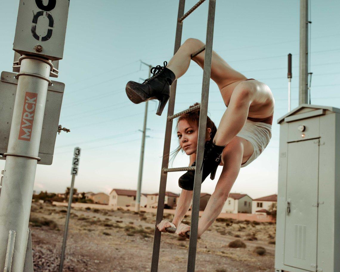 Contortionist, physique, fitness modeling, Las Vegas, Las Vegas Photography, Las Vegas models, flexible girls, summer fashion, travel Photography, redheads